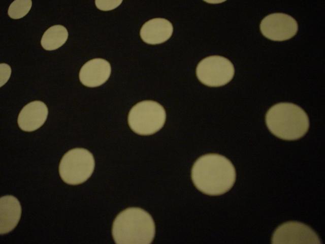 black/large dots